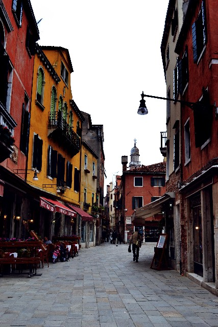 『イタリア人が見た日本の「家と街」の不思議』から地方の街づくりのあり方を考える。