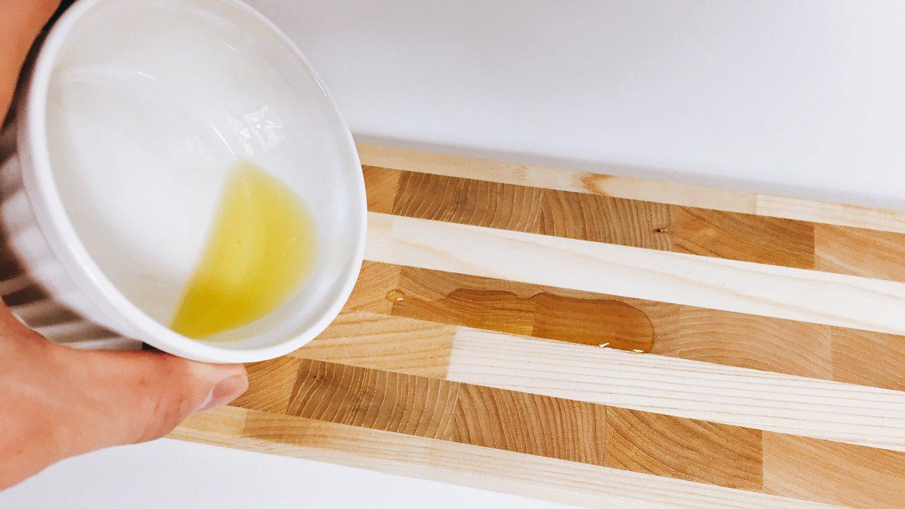 お家で簡単。木製品はオリーブオイルでお手入れしよう。