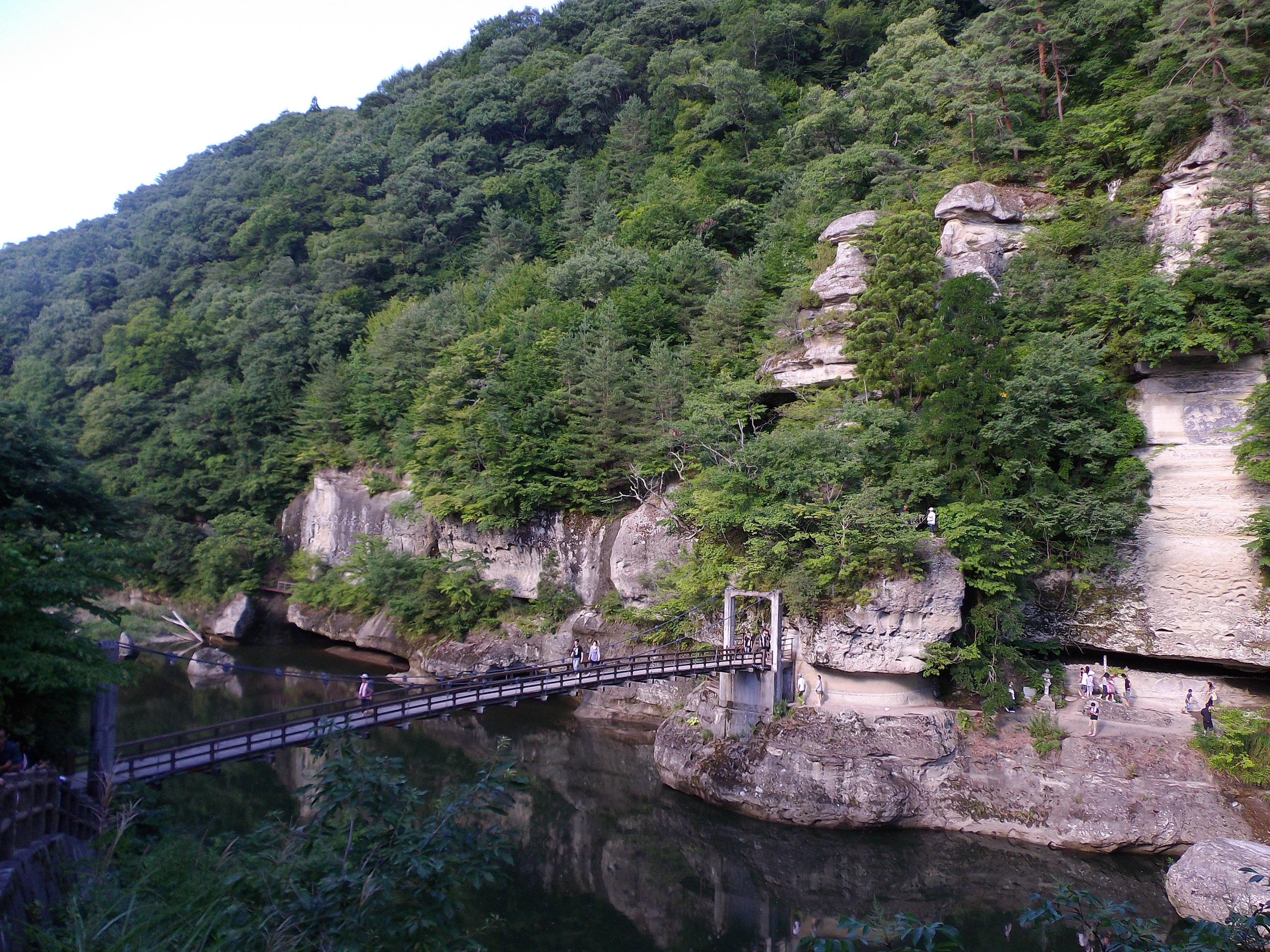 スリル満点の吊り橋と絶景。塔のへつりで雄大な風景を楽しもう。