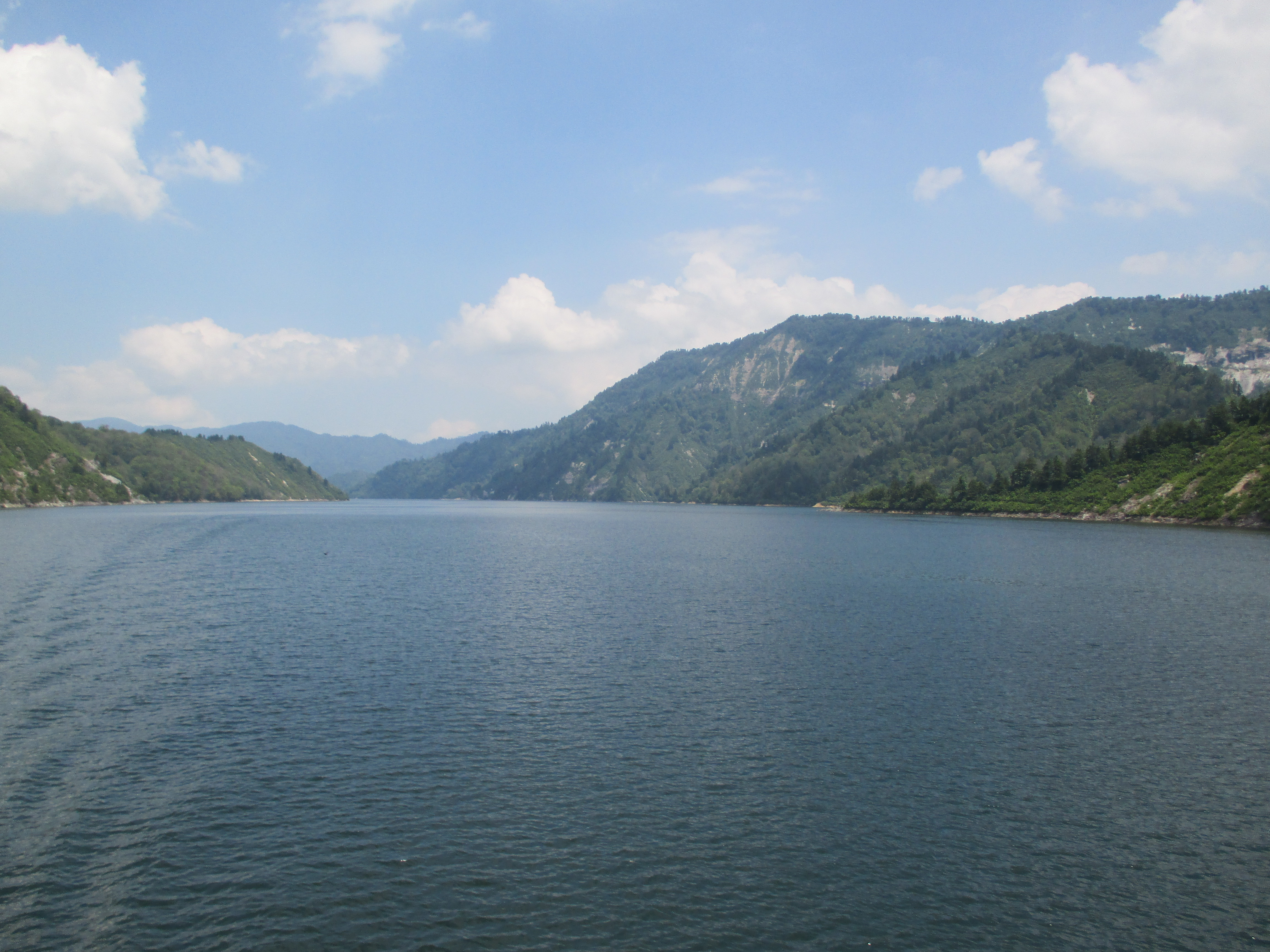遊覧船で絶景を堪能。福島県と新潟県にまたがる奥只見湖のみどころ・アクセス。