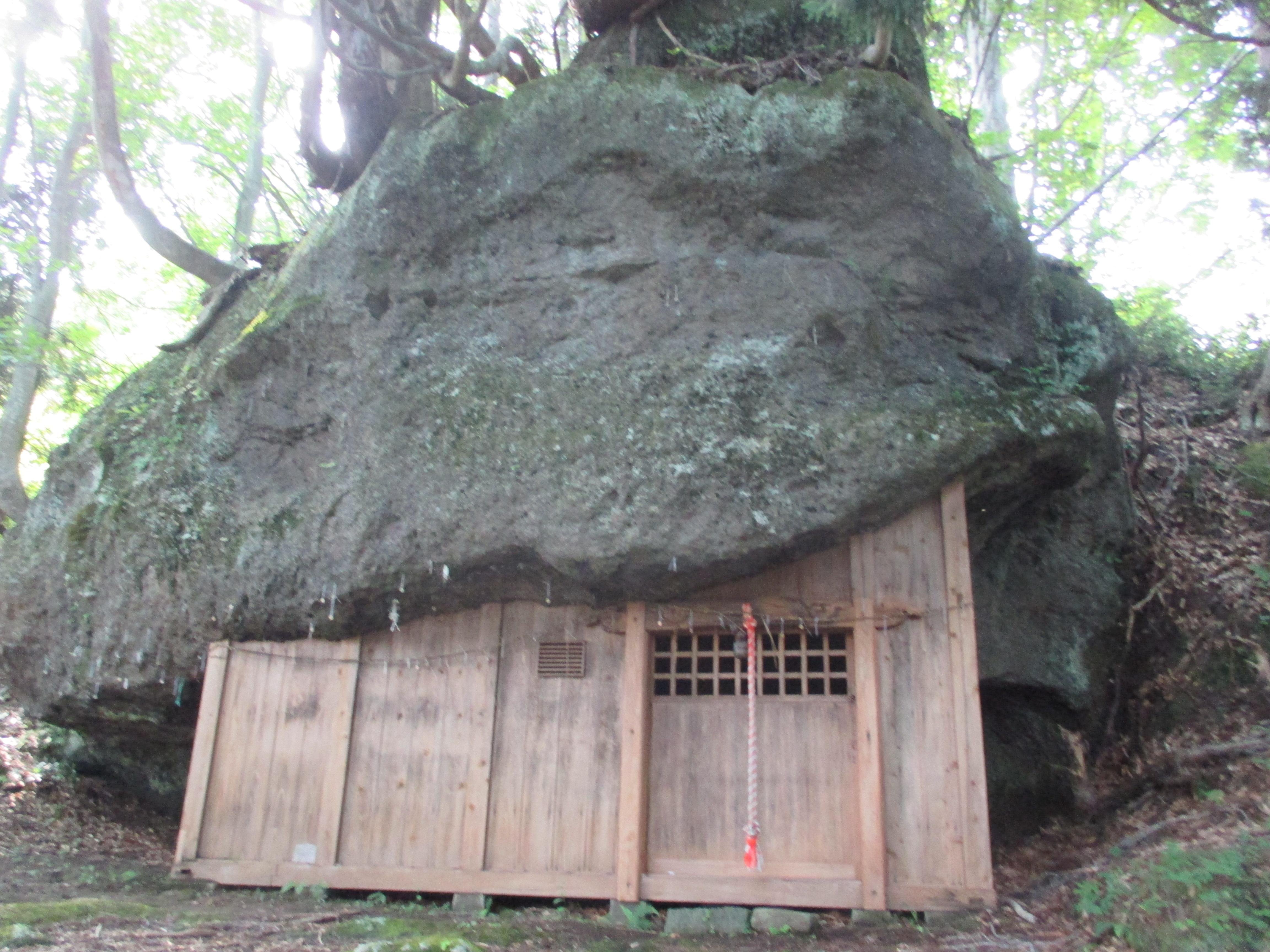 【福島県】岩の下に神社が!?3つの岩のパワースポット三石神社に行ってきた。