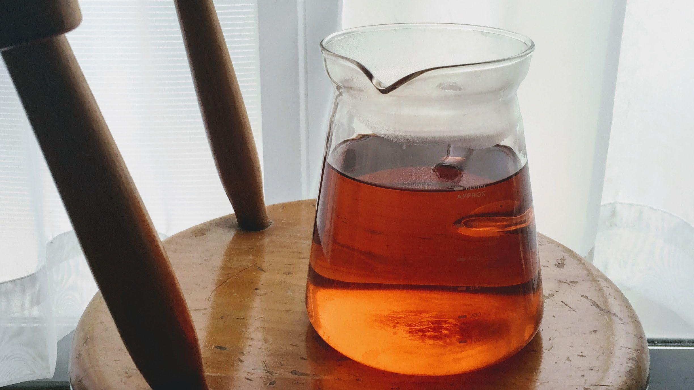 クロモジ茶にブルーベリーを入れて優雅な午後のひととき。
