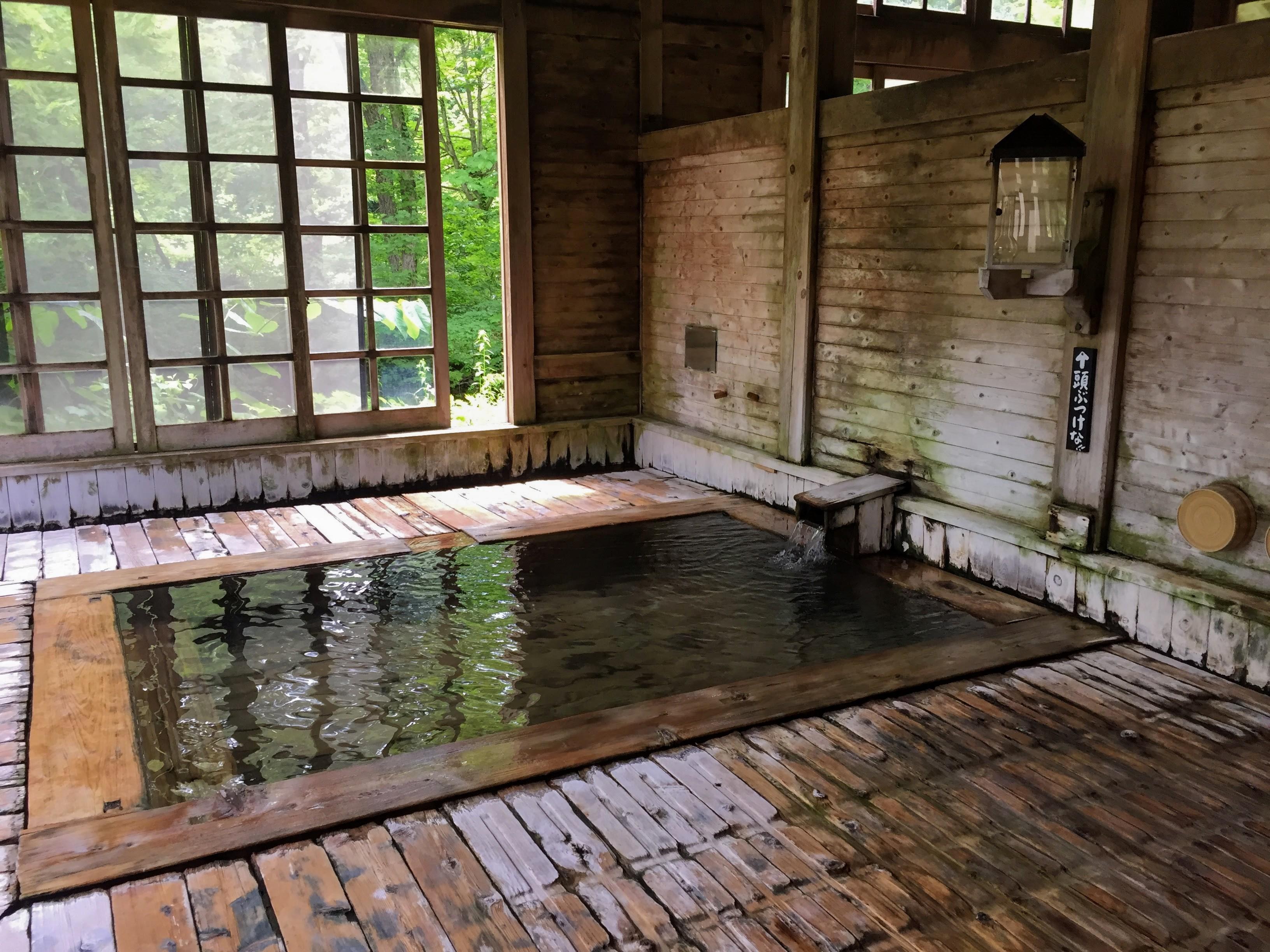 電波の通らない秘湯。青荷温泉で日帰り入浴&混浴を楽しもう。