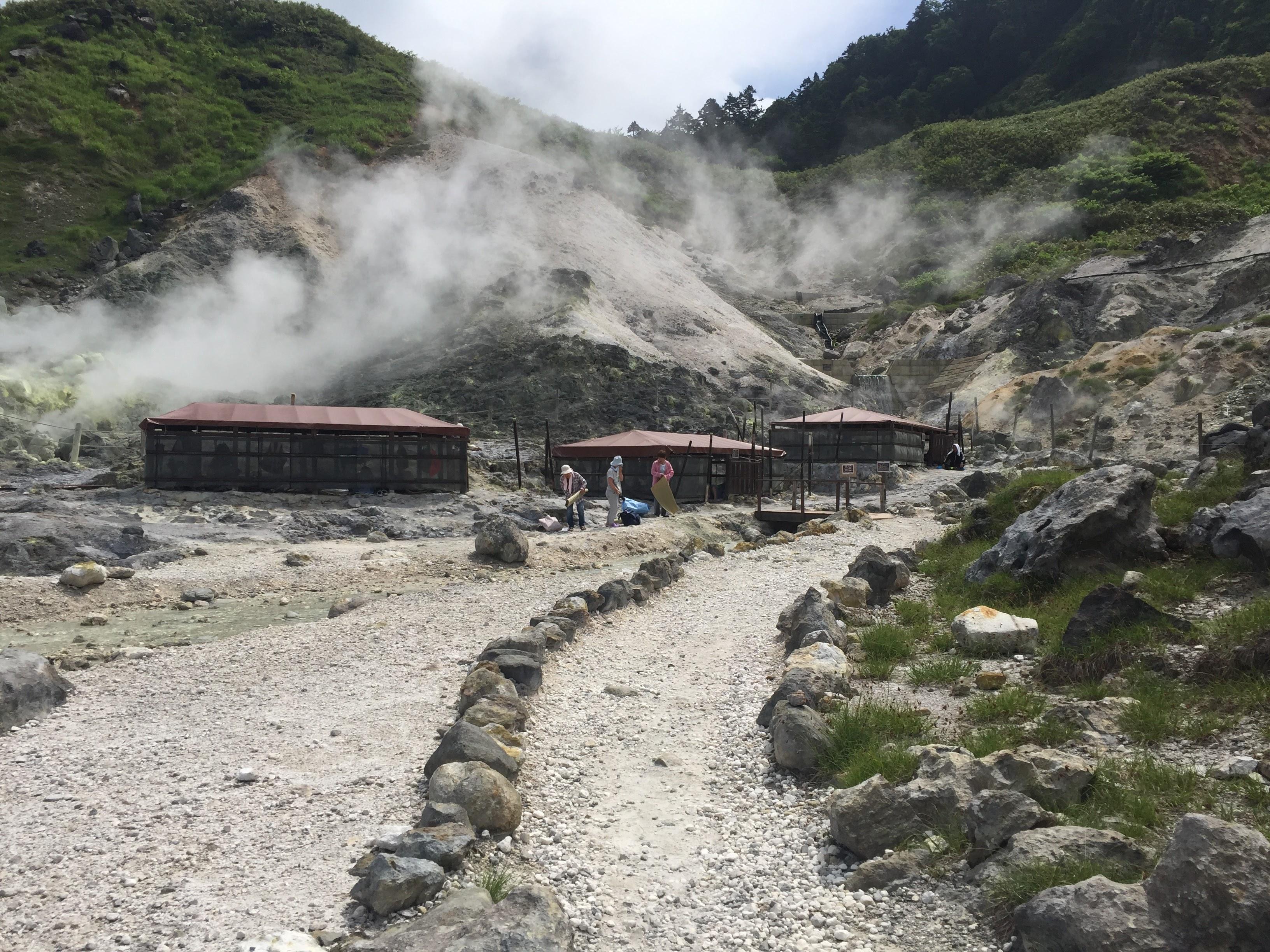 秋田県の玉川温泉の天然の岩盤浴がおすすめ!じんわり汗かいて体がポカポカ。
