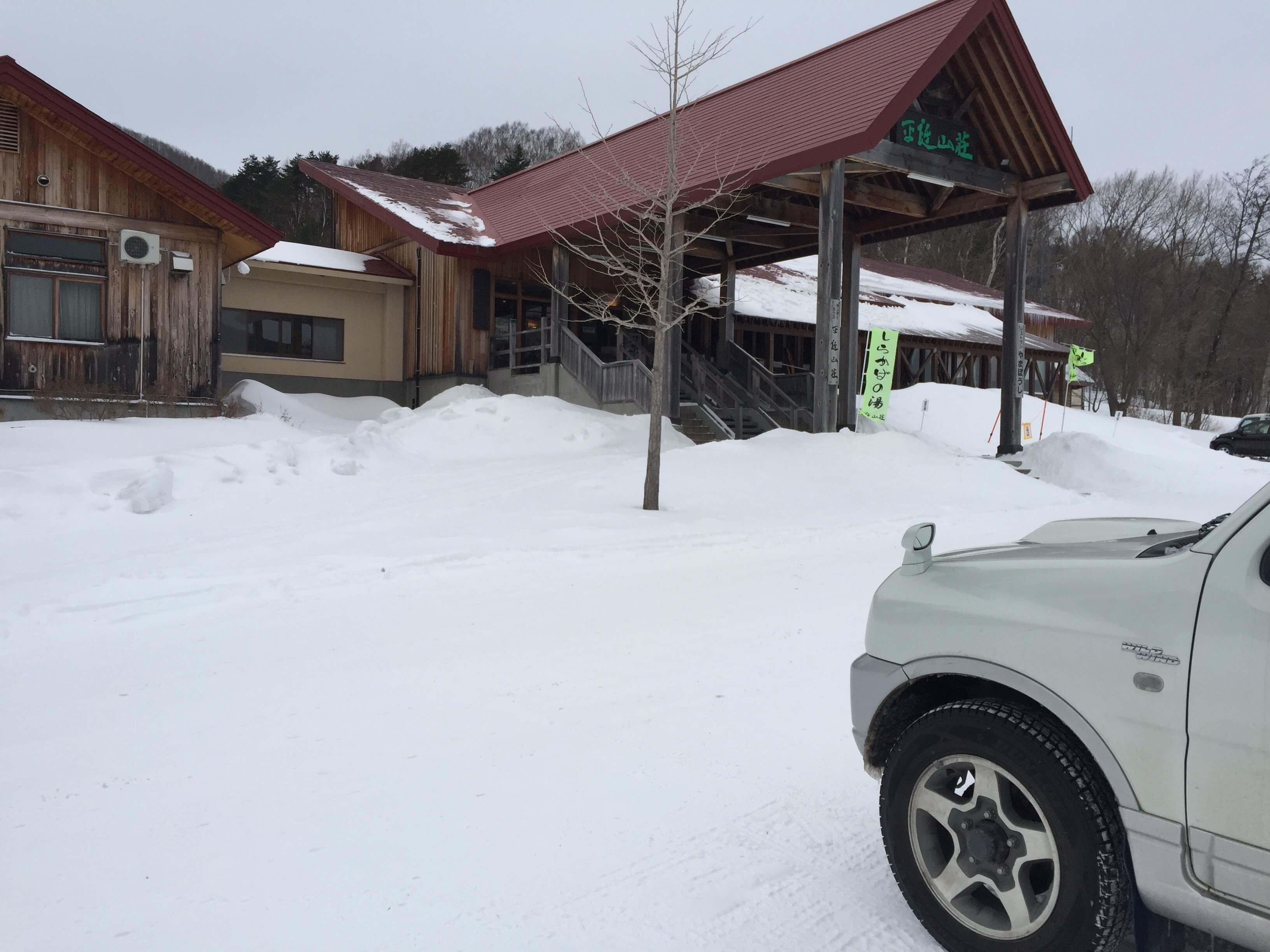 ジムニーJB23は AT(オートマ)でも、林道や雪道にも十分対応可能。