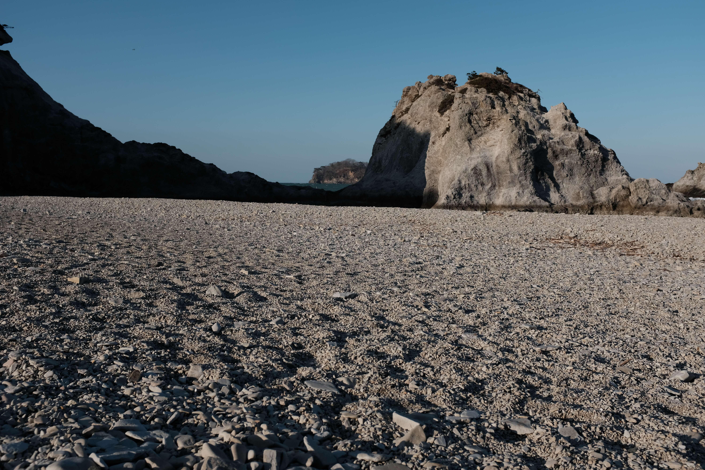 リアス海岸を望む。本州最東端のまち岩手県宮古市の浄土ヶ浜を散歩。