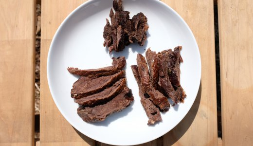 アウトドアで鹿肉の燻製づくりに挑戦!燻製すると臭みもなく食べやすい!